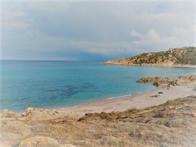 Wikifolio, Buch und Urlaub - hier der Strand von Monti Russu bei Aglientu
